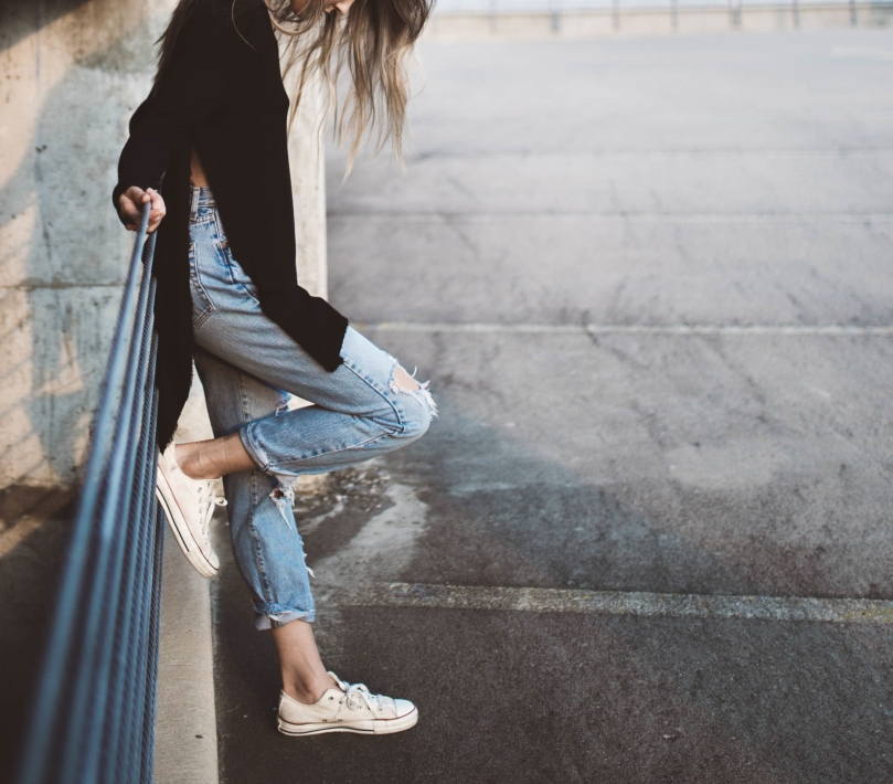 girl-feet-jeans-fashion-female-young-woman